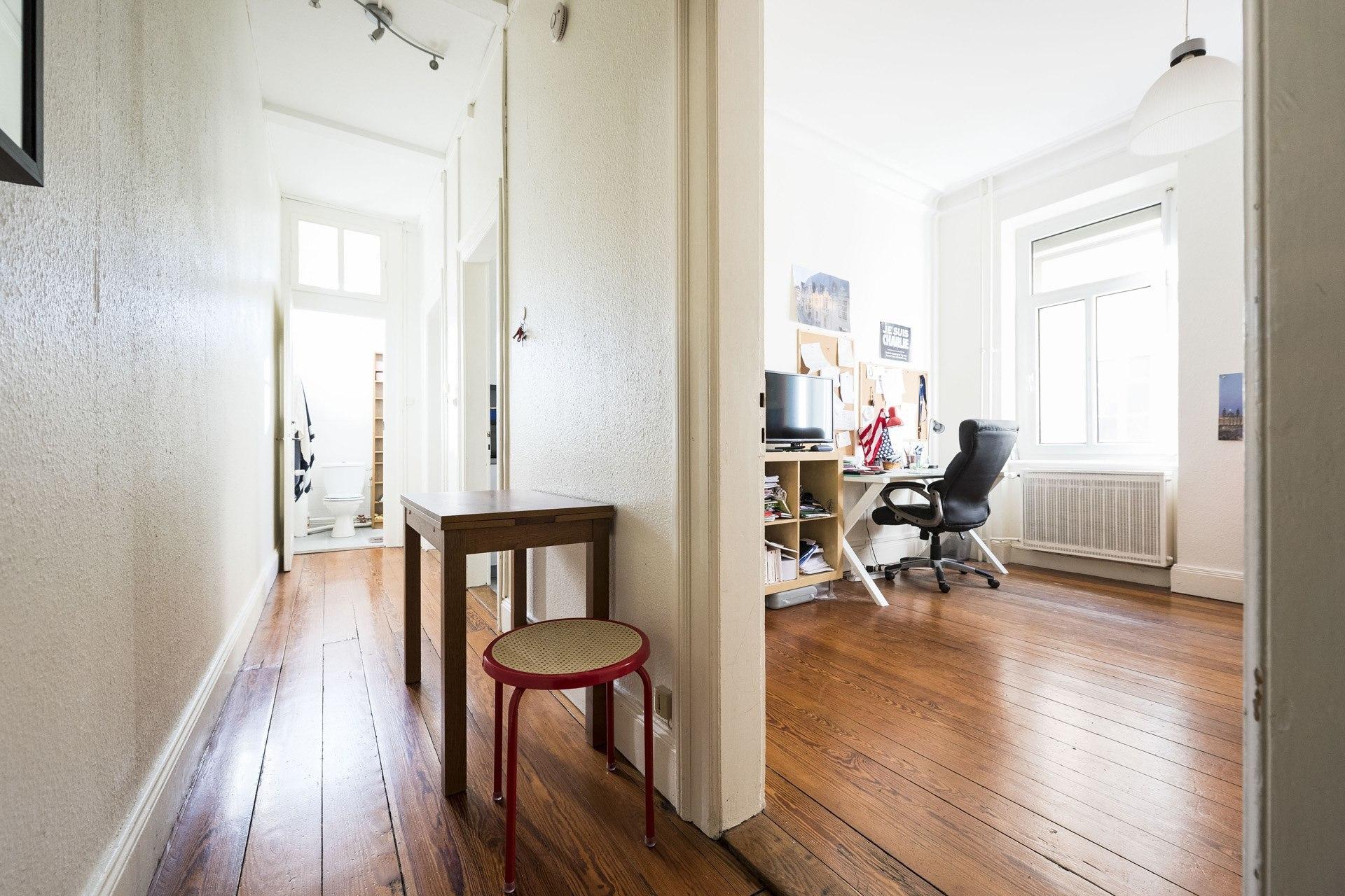 2 pi ces 10 rue edel e2 2 appart business. Black Bedroom Furniture Sets. Home Design Ideas